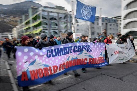 راهپیمایی صدها نفر از فعالان محیط زیستی در سوئیس