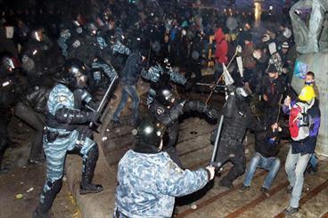 حمله پلیس اوکراین به معترضان، میدان استقلال همچنان در تصرف مخالفان روسیه